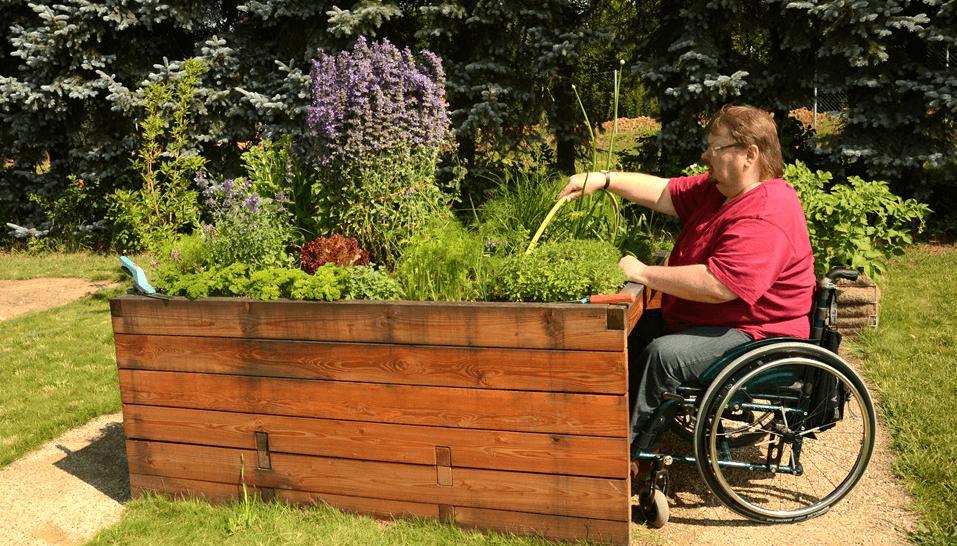 Unterfahrbares Hochbeet für Rollstuhlfahrer