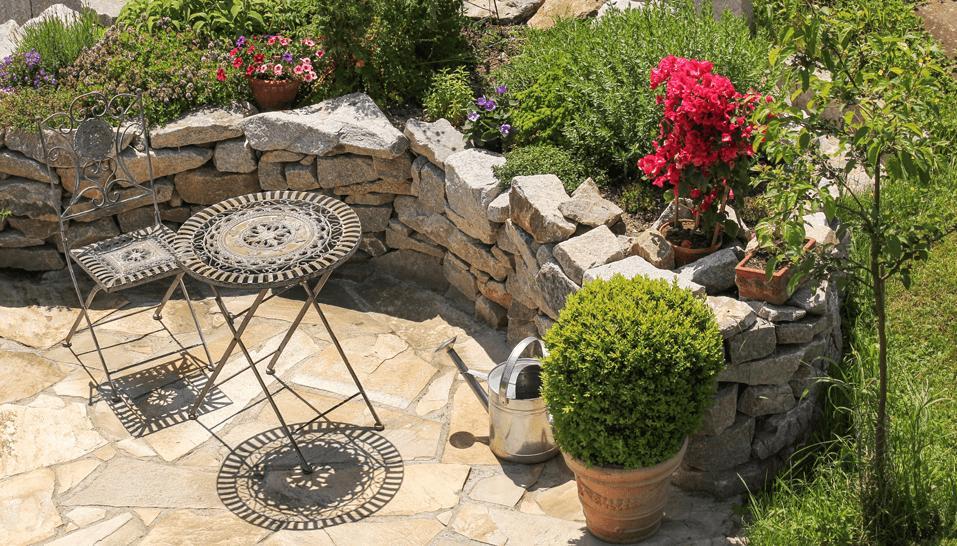 Ein Stein-Hochbeet für die Terrasse